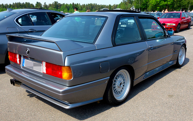 bmw-m3-1987-grey-rearside-642