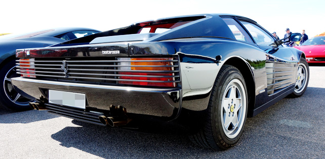 ferrari-testarossa-black-rear