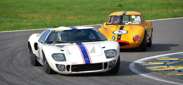 ford-gt40-overtakes-ginetta-g4s