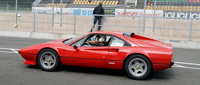 ferrari-308-side-in-pitlane-642
